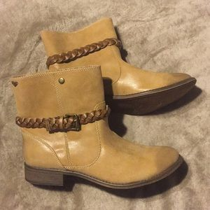Roxy 9M Distressed Vegan Leather Boots NWOT
